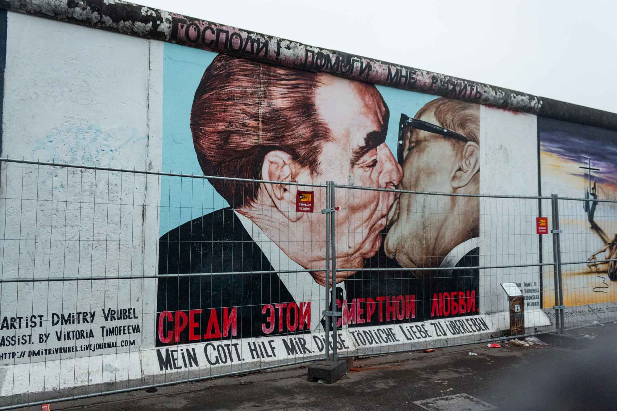viaggio-a-berlino-muro-bacio