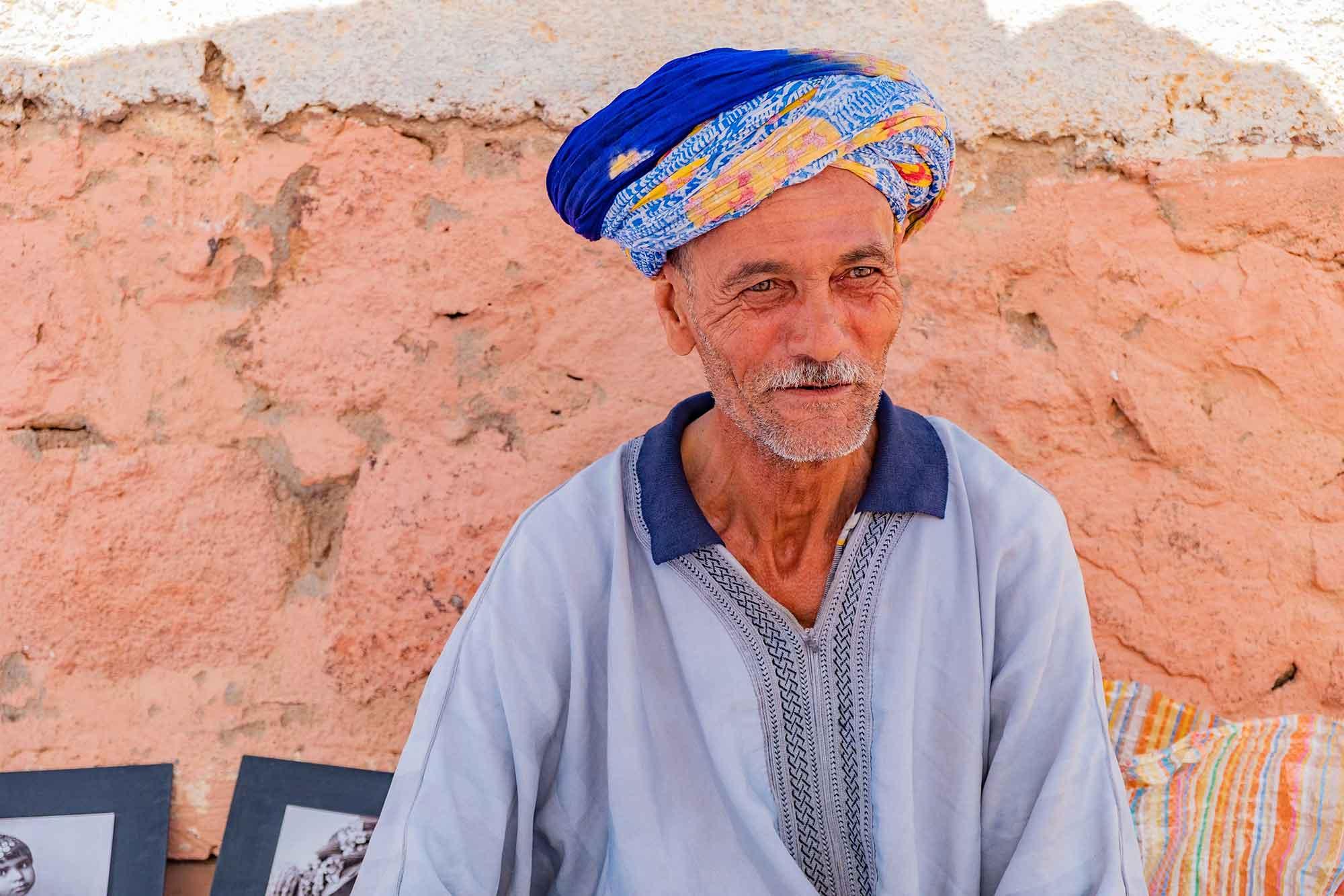 marocco-incontro-con-mercante-berbero-sguardo-intenso