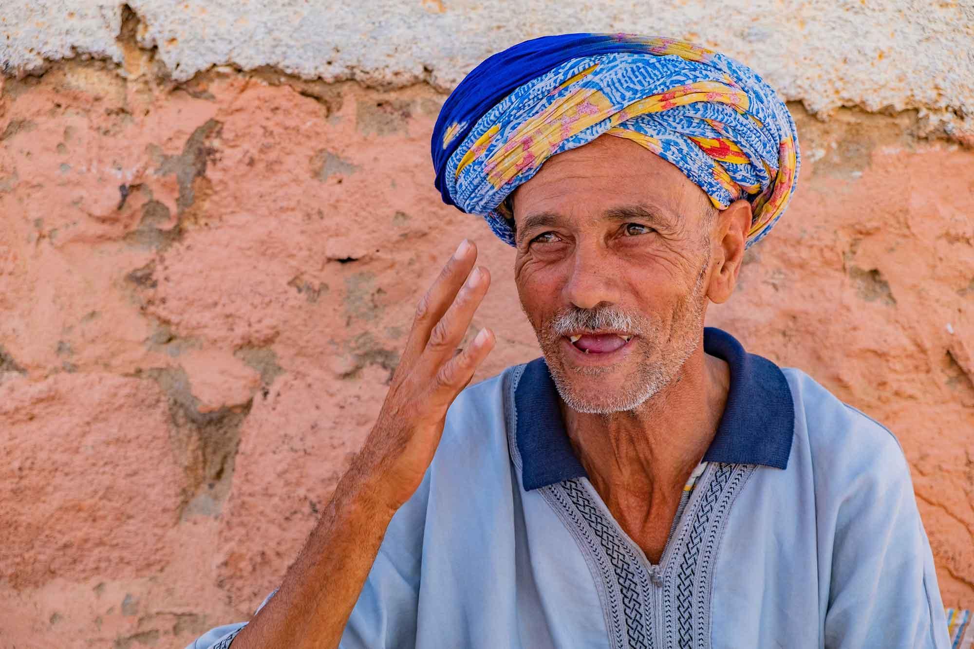 marocco-incontro-con-mercante-berbero-sorriso