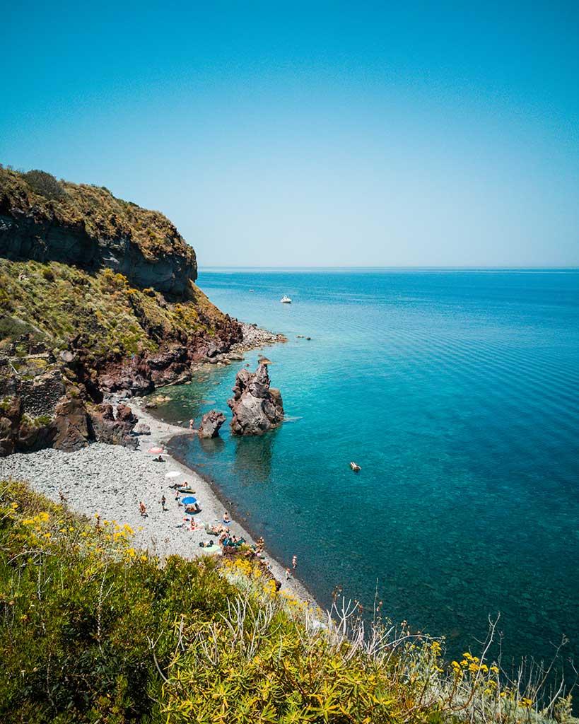 eolie-isola-di-salina-un-matrimonio-dal-profumo-di-Sicilia-7-spiagia-dello-scario